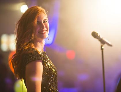 Irina Kühn ist Sängerin der Hochzeitsband PARTYBLUES