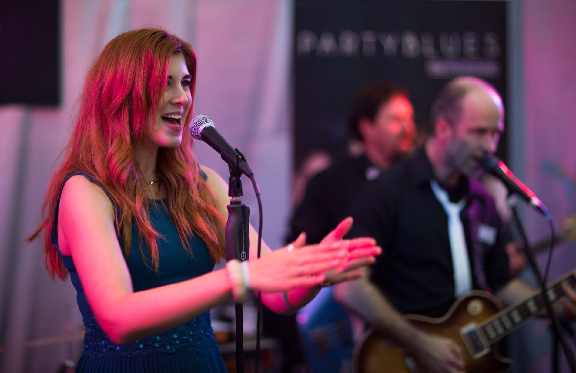 Irina Kühn ist Sängerin bei PARTYBLUES, der Band für Ihre Hochzeit