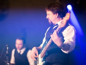 Volki Hollich ist Bassist der Hochzeitsband PARTYBLUES